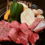 天地人 - 料理写真:焼肉ランチ天1800円(税込)