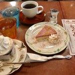 大正館 - さつまいもチーズケーキ(¥400)の コーヒーセット¥750と、 ホットのウインナーコーヒー¥680