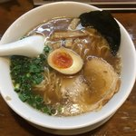 ごろう商店 - 料理写真:豚骨醤油ラーメン¥648