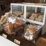 天空カフェ・アウラ - 店内の商品ケース