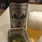 高岡和食処 - ビールにイカもずくが付いた