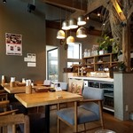 cafe double - 木を基調とした落ち着いた雰囲気