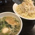 円熟屋 - つけめん豚骨醤油(大盛り)+のり2枚まし ¥690+20 無料トッピング:味玉、ほうれん草、野菜、たまねぎ