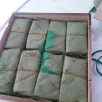 87367567 - 鯖と鮭の柿の葉寿司1306円