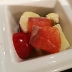 87375337 - なめらかで肉厚なサーモンと有機野菜がたっぷり、サーモンマリネと彩り野菜サラダ