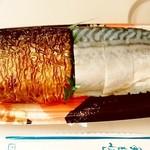 朝市屋 - 朝市屋@八戸 焼き鯖・さば寿司 蓋を取って