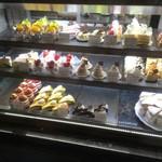 タンブラン - ケーキのラインナップは公式サイトでも見れますが、実際はお店にもっと種類豊富にありました。
