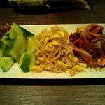 直太郎 - 前菜です!(左から、もろきゅう、ナムル、キムチ)
