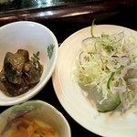 寿司鉄 - 寿司鉄 @平和台 和定食の小鉢とサラダ