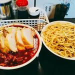 麺屋 歩夢 - 辛い大豚つけ麺  1250円(税込)  どちらも大きならーめん丼です。