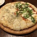 87388120 - 二種類の味のピッツァ