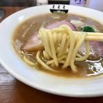 87388863 - 濃厚魚介ラーメン 麺リフト