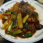 上海軒 - 牛バラ肉飯。辛くしてと言ったら、かなり辛かった