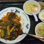 上海軒 - サラダ、スープ、杏仁豆腐も付いて880円