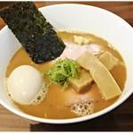 RAMEN GOTTSU - GOTTSUらーめん 980円 見るからに滑らかなスープ♪