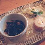 ひいらぎや - 料理写真:通し(三点盛);鹿尾菜煮/もやしナムル/チーズin竹輪 @2018/05/25