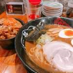 金澤濃厚豚骨ラーメン 神仙 - 豚骨味玉ラーメン880円 あぶりブタ玉めし350円