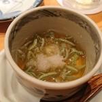 鮨 あずま - 生のジュンサイ…よく見ると何か気持ち悪いけど…食べたらめっちゃ旨い笑笑