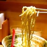87400971 - スープにもよく絡む麺です。