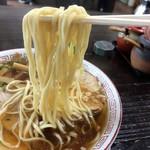 87401205 - 麺は平打ちっぽい