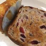 グルマンヴィタル - 食パン2種(クランベリーやくるみの入ったもの・チーズ)(2018.06現在)