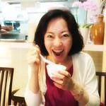 87404412 - ぷるぷる杏仁豆腐を食べる