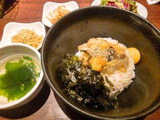 炭火焼肉・韓国料理 KollaBo 新宿店