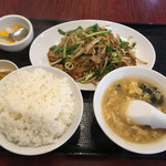 東幸飯店 - ランチ ニラ肉炒め(842円)