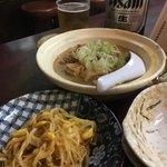 大衆酒場 大門 - もつ煮込みともやしキムチ。おすすめは大門納豆!狭いけどオアシス。