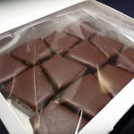 ホレンディッシェ・カカオシュトゥーベ - ☆お箱を開けると可愛いサイズのバウムチョコ掛けが並んでます(*^。^*)☆