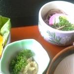 実乃花 - 日替わりには、小鉢やお蕎麦(か、茶碗蒸し)もつきます。