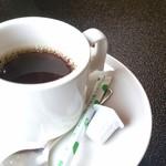 実乃花 - 日替わり定食にプラス110円でコーヒーも飲めます。