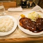 ニューとん助 - 料理写真:トンテキ & 牛ミンチコロッケ