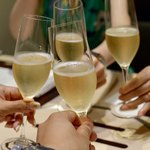 87411800 - シャンパンで乾杯!