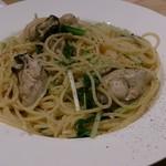 パッチョ オイスターバー - 牡蠣のペペロンチーノ中盛り
