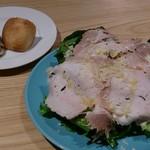 パッチョ オイスターバー - ハムのサラダとパン2種