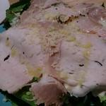 パッチョ オイスターバー - サラダは大盛でハーブが沢山