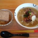 島豆腐と、おそば。真打田仲そば - 昔ながらの元味とオリジナルの島豆めしセット。