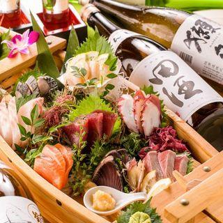 こだわり素材!地元の市場から直送の新鮮鮮魚を使用しています。