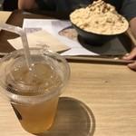 コリアンデザートカフェ ソルビン 仙台店 - 手前は柚子ジンジャー