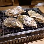 87426932 - 牡蠣を焼く