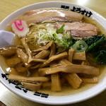 麺屋 ようすけ - メンマラーメン大盛り。メンマのコリシャキ感が最高!出汁の効いたスープにコシのある麺も美味しかった。
