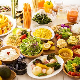 種類豊富!サラダバー&デリカバーで栄養補給を!