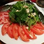 飯°駄 - お腹いっぱいだけど注文したトマトとパクチーのサラダ これ、まいうー!! 超まいうー!でした!! おいしかったので2回言いました(笑)