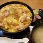 日本料理 ひなどり - 親子丼 味噌汁はアサリ