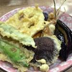 豊野丼 - ほたての切り落としかきあげ天丼 アネックス こちらは味付けに変化を