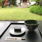 虎屋菓寮 - 小倉羊羹と抹茶