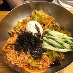 韓国村 - ビビン麺