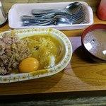 牛八 - 牛丼カレー小+生卵全景