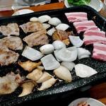 チヂミ - サムギョプサル(焼肉中)